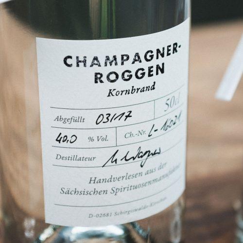 Der Kornbrand wird ausschließlich aus Bio-Champagnerroggen gewonnen.