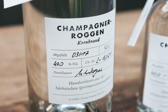 Der Geruch des Champagnerroggen - Kornbrand erinnert an frisch gekeimtes Getreide