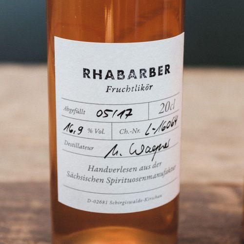 Der typische säuerliche-fruchtige Geschmack des Rhabarbers kommt in diesem Likör besonders gut zur Geltung